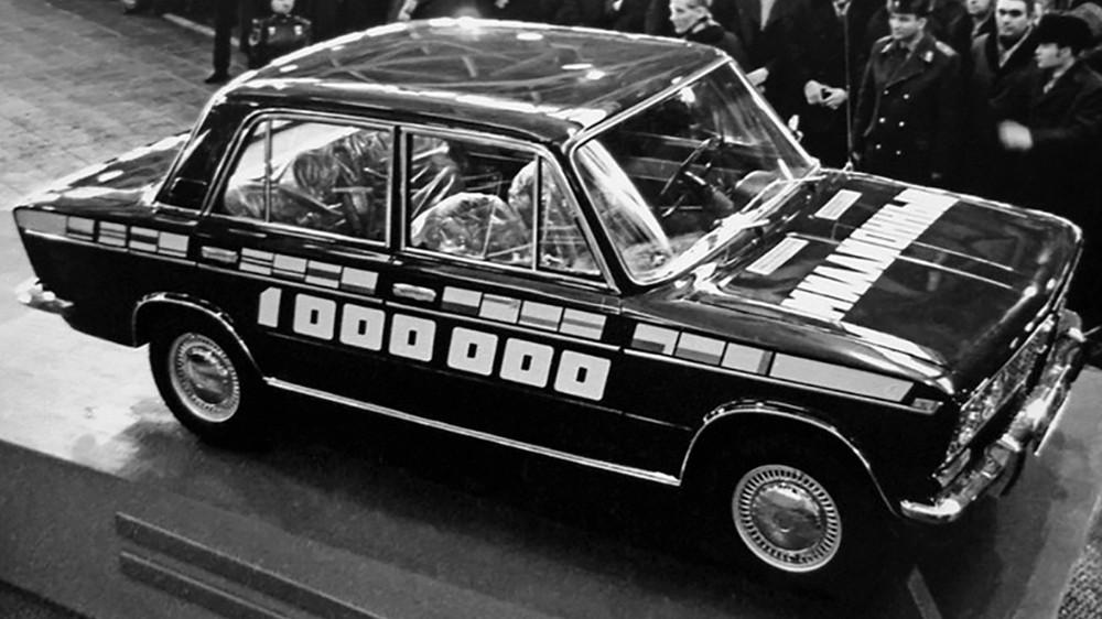 К 21 декабря 1973 года на ВАЗе собрали первый миллион автомобилей. Юбиляром стал, конечно же, ВАЗ-2103