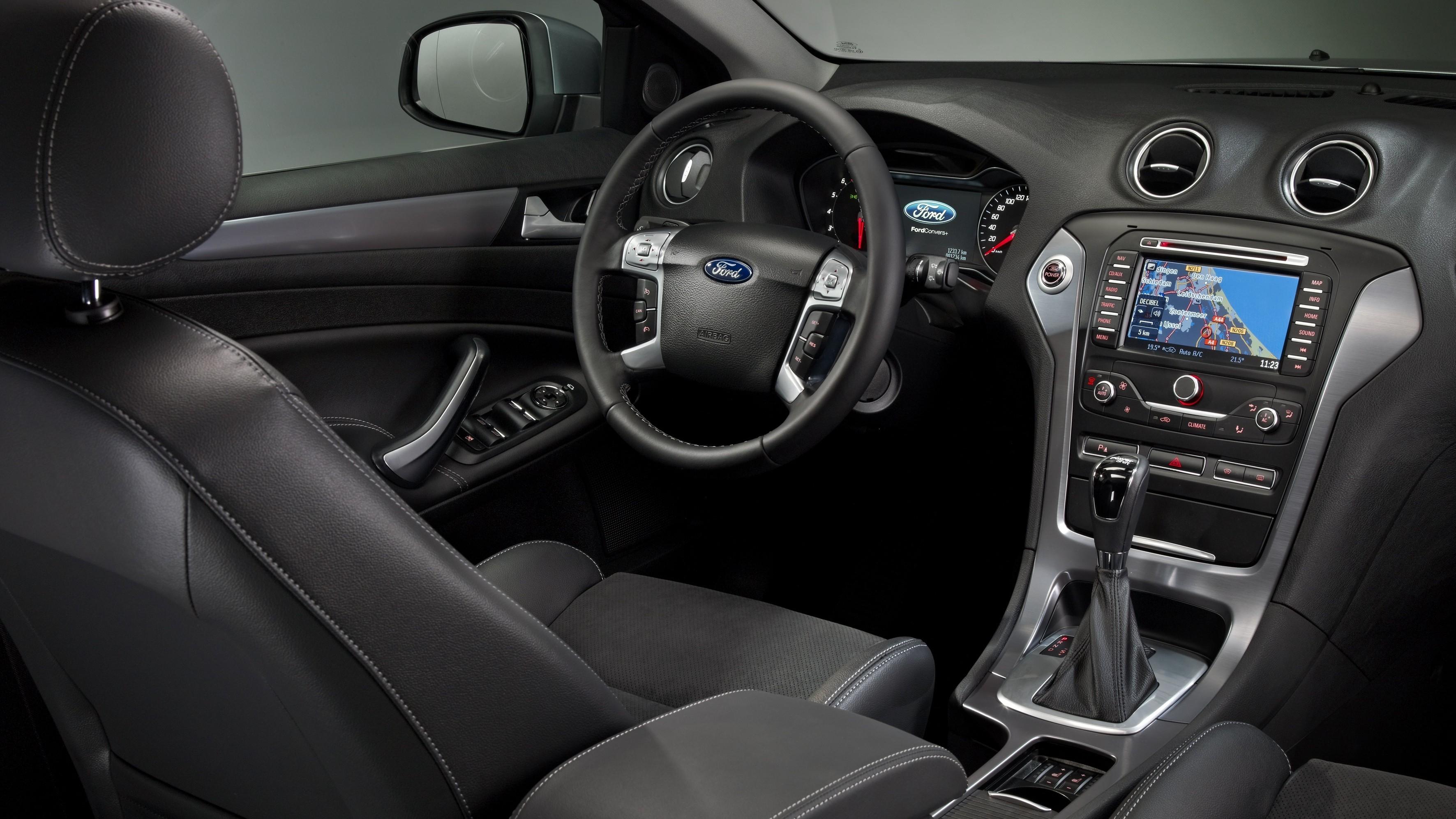 Интерьер Ford Mondeo Sedan '2010–14