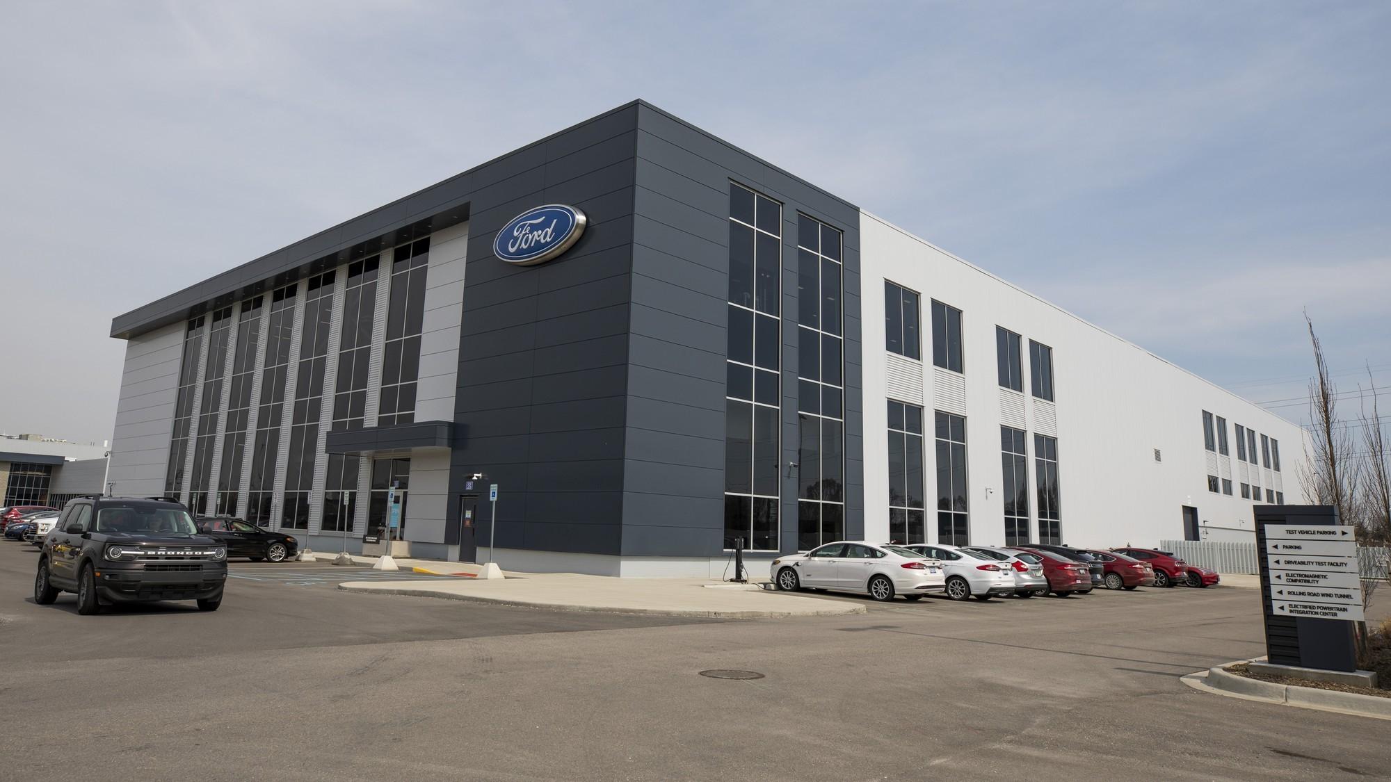 Признали ошибку: Ford будет сам делать батареи для своих электромобилей