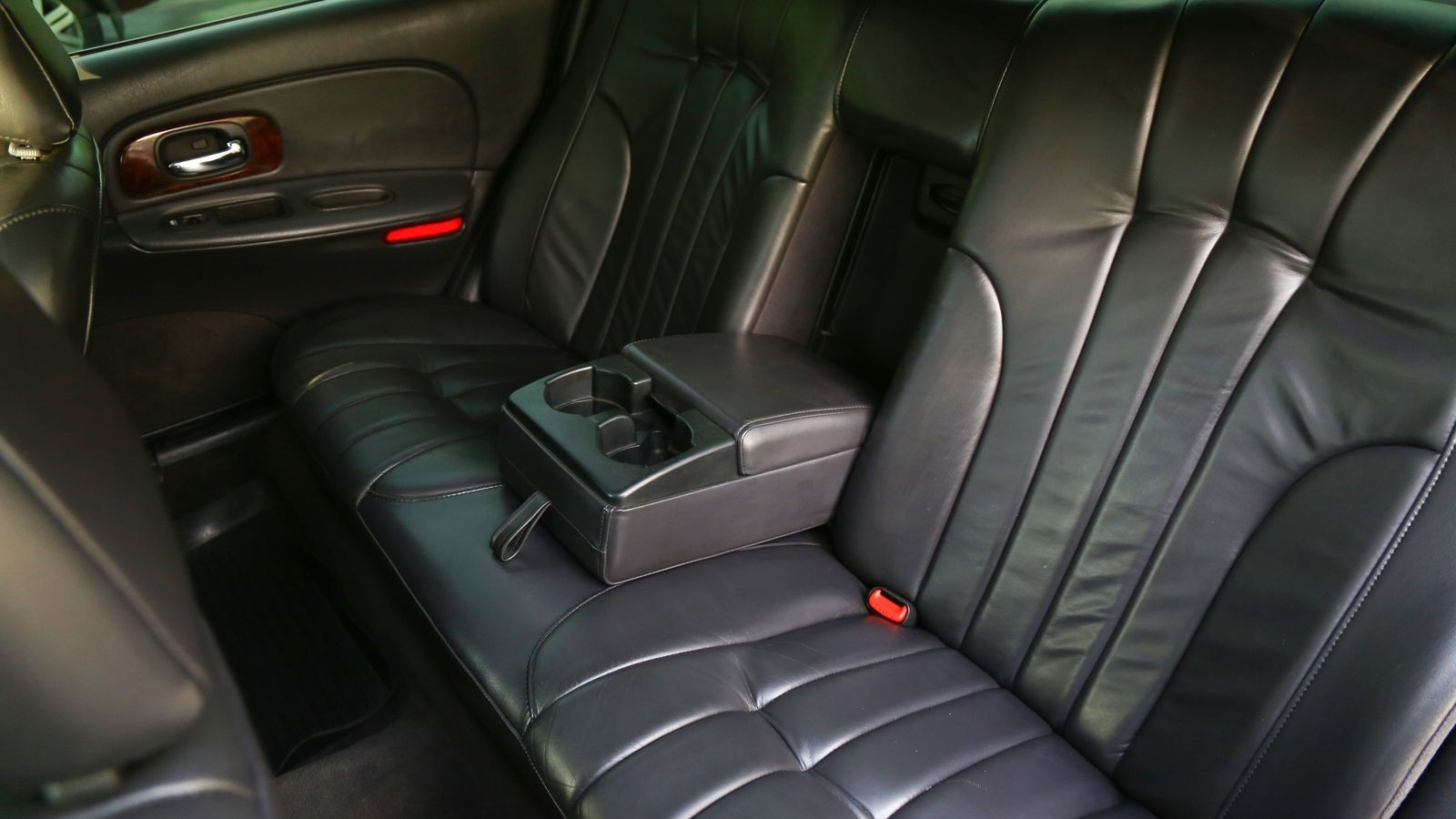 Салон с квартиру и запчасти за копейки: опыт владения Chrysler Concorde за 220 000 рублей