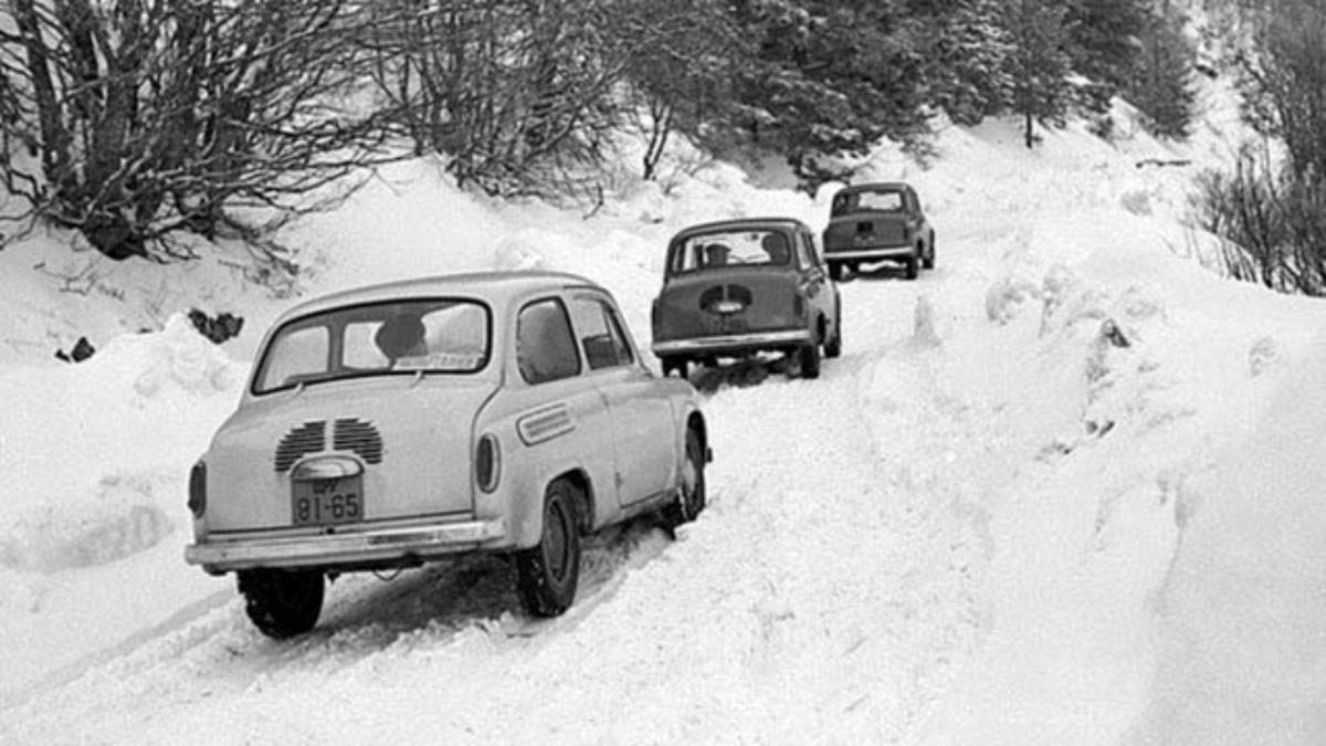 ЗАЗ-965. Две машины образца 1960 года, третья - 1962 года