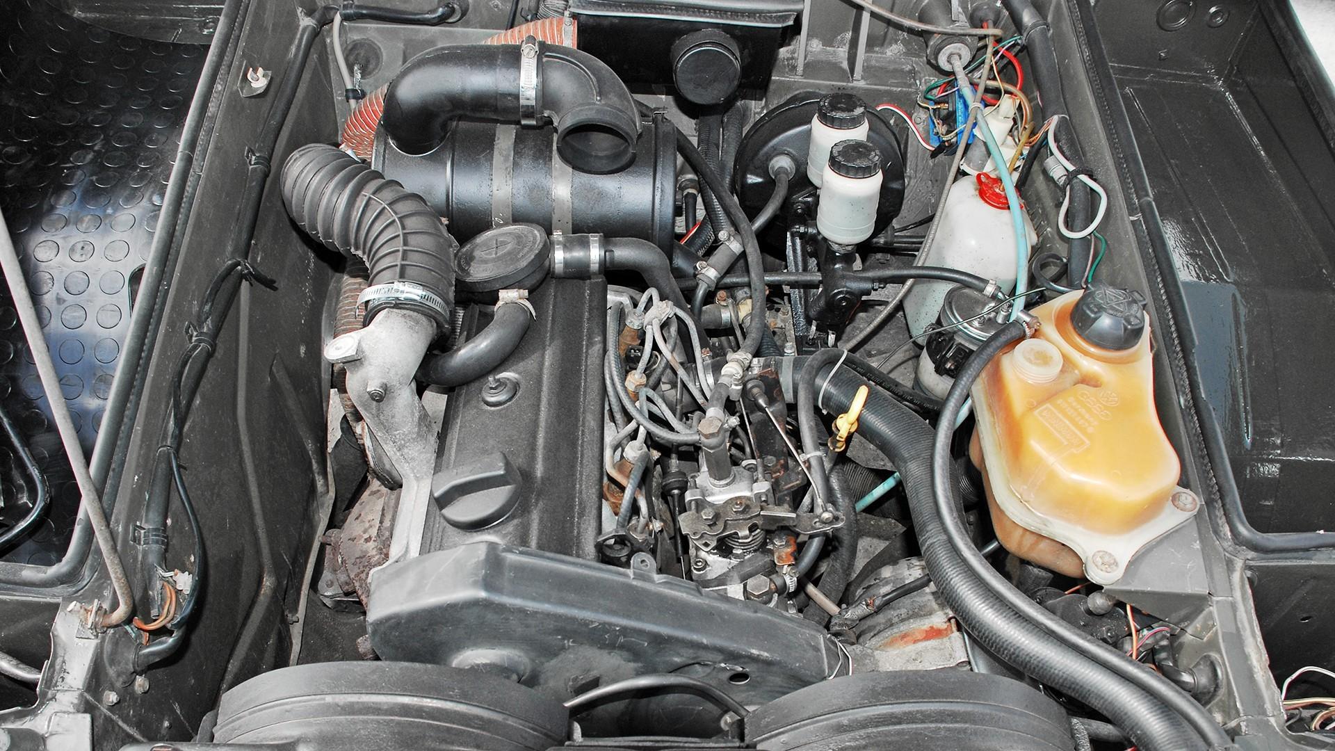 На фото: моторный отсек VW 183 Iltis