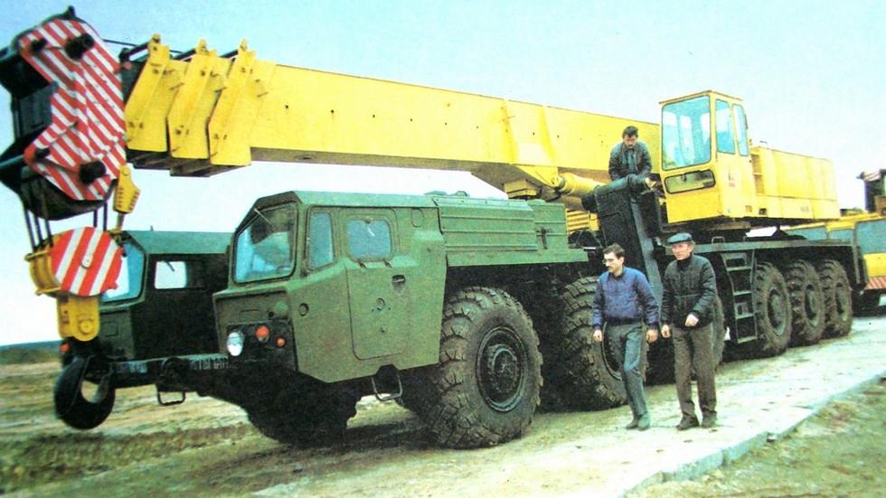 Войсковой гидравлический автокран КТ-80 (КС-7571) на шасси МАЗ-547А (из архива Л. Шугурова)