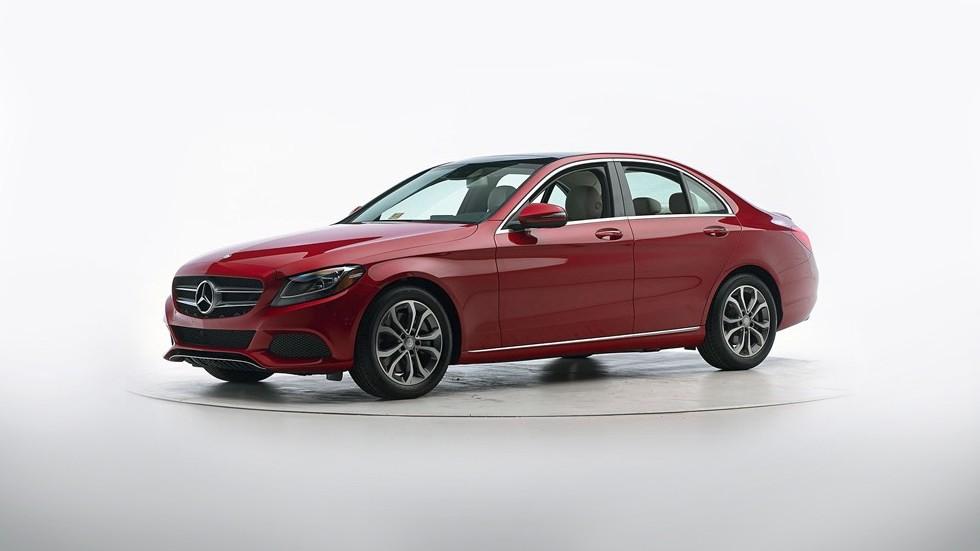 Mercedes-Benz C-Class красный вид три четверти