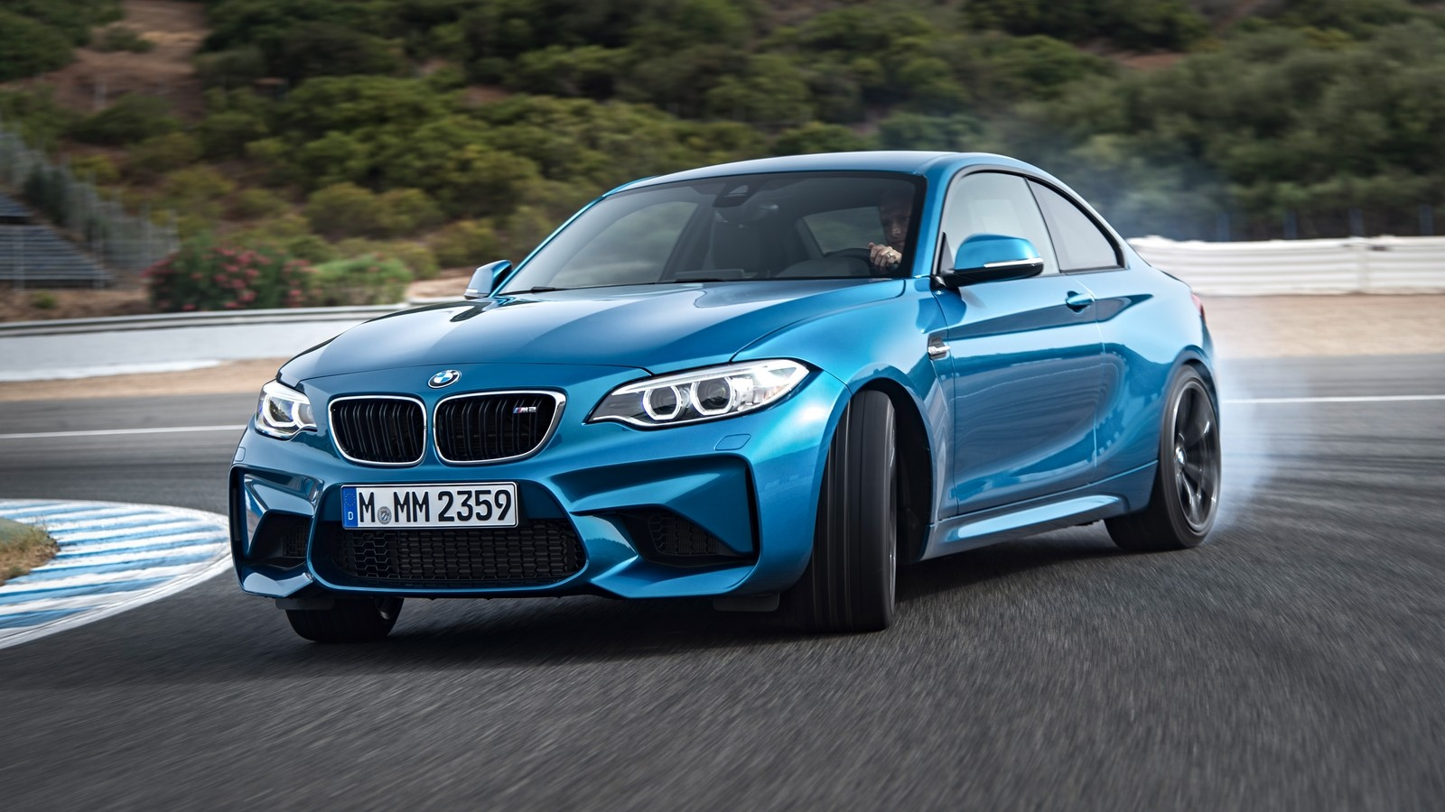 P90199694_highRes_the-new-bmw-m2-coupe