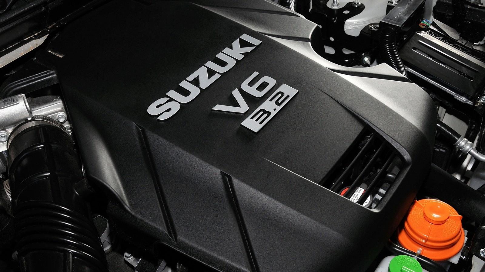 На фото: Под капотом Suzuki Grand Vitara 5-door