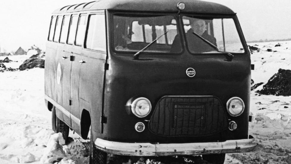 Еще в качестве опытного образца рижский микроавтобус стал «неотложкой»
