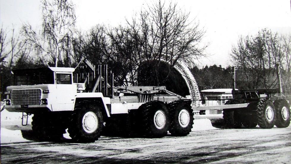 Полноприводный автомобиль-лесовоз «Ермак» с двухосным роспуском (из архива Л. Шугурова)