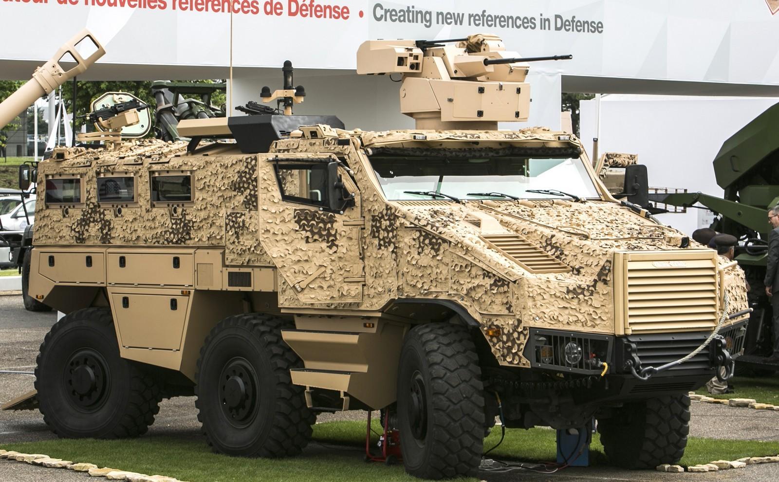 БТР Nexter Titus с боевым модулем и крайними управляемыми колесами