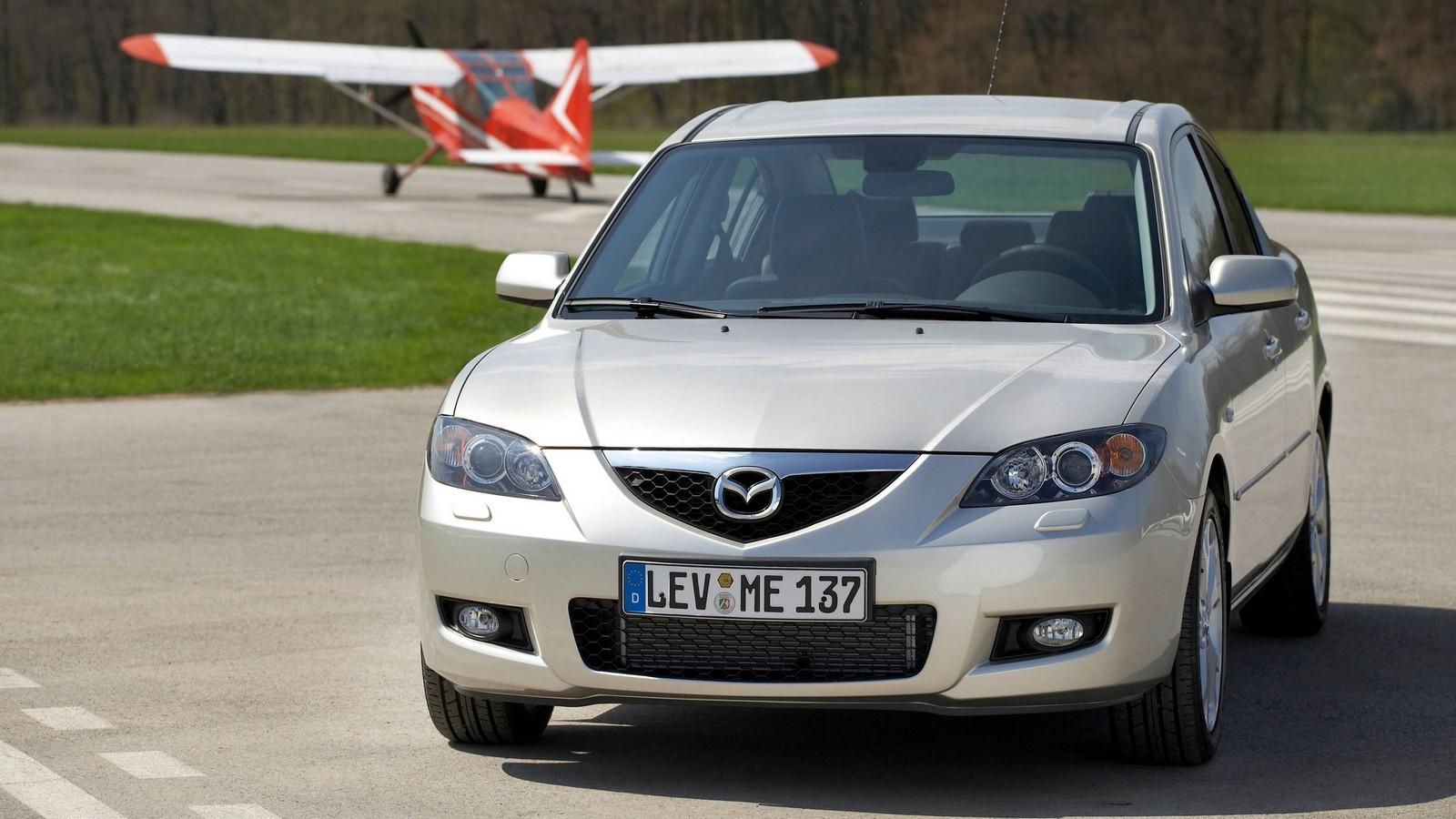 На фото: Mazda3 Sedan (BK2) '08.2006–09