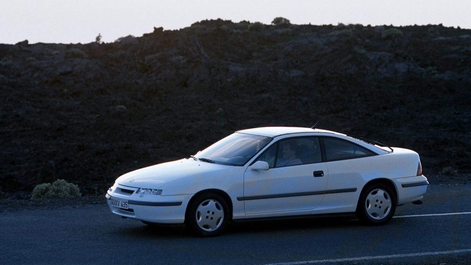 На фото: Opel Calibra 2.0i '1990–94