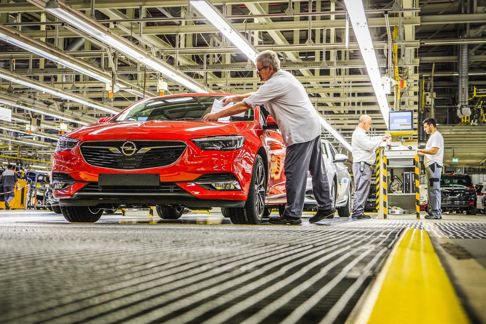 Новая Astra будет производиться в Рюссельсхайме параллельно со старшей моделью Insignia – последней, разработанной во времена хозяйствования GM.