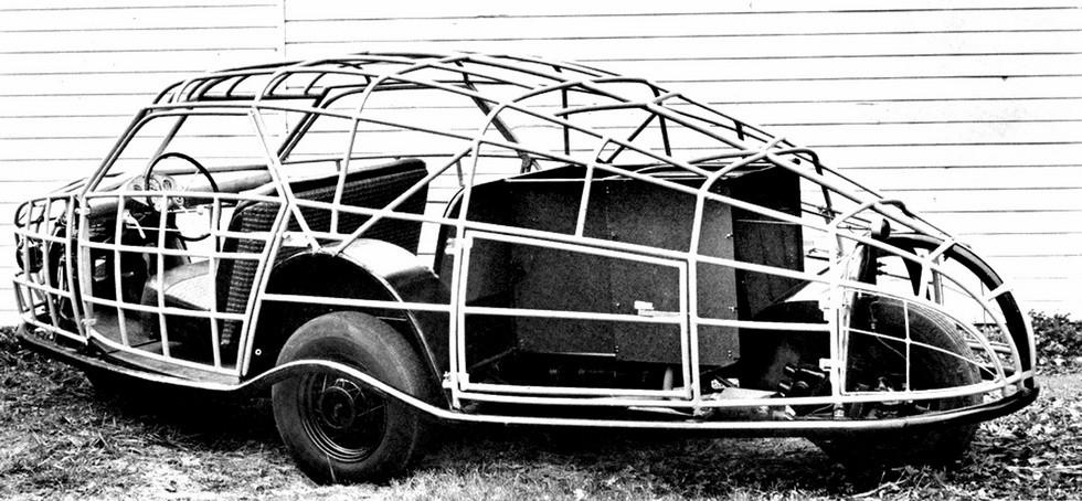 Несущий стальной трубчатый каркас кузова американского ромбического автомобиля Gordon