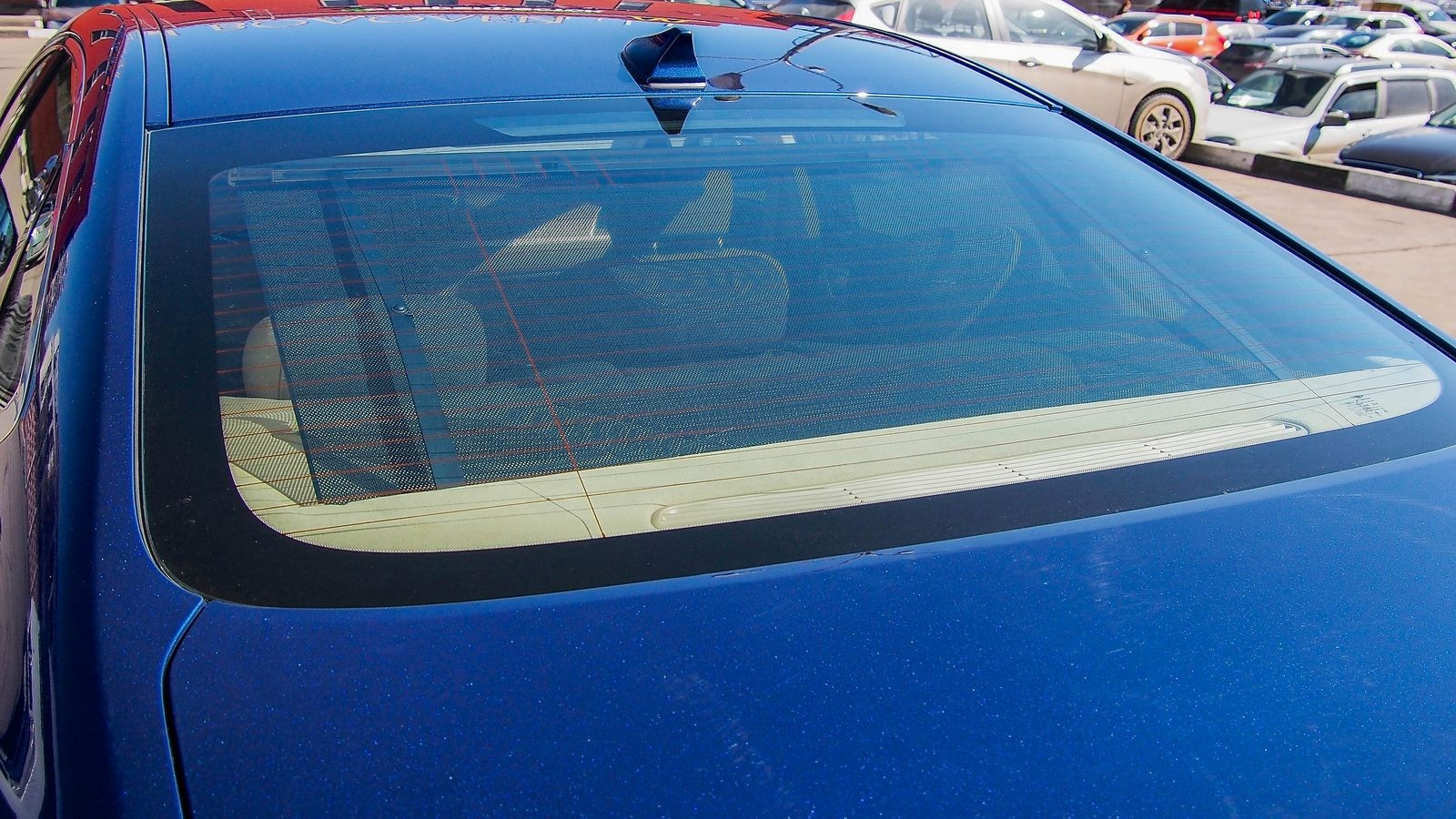 Genesis G80 синий заднее стекло