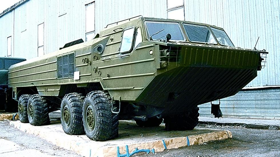 Серийный 12-тонный плавающий автомобиль-шасси БАЗ-6944. 1983 год (фото автора)