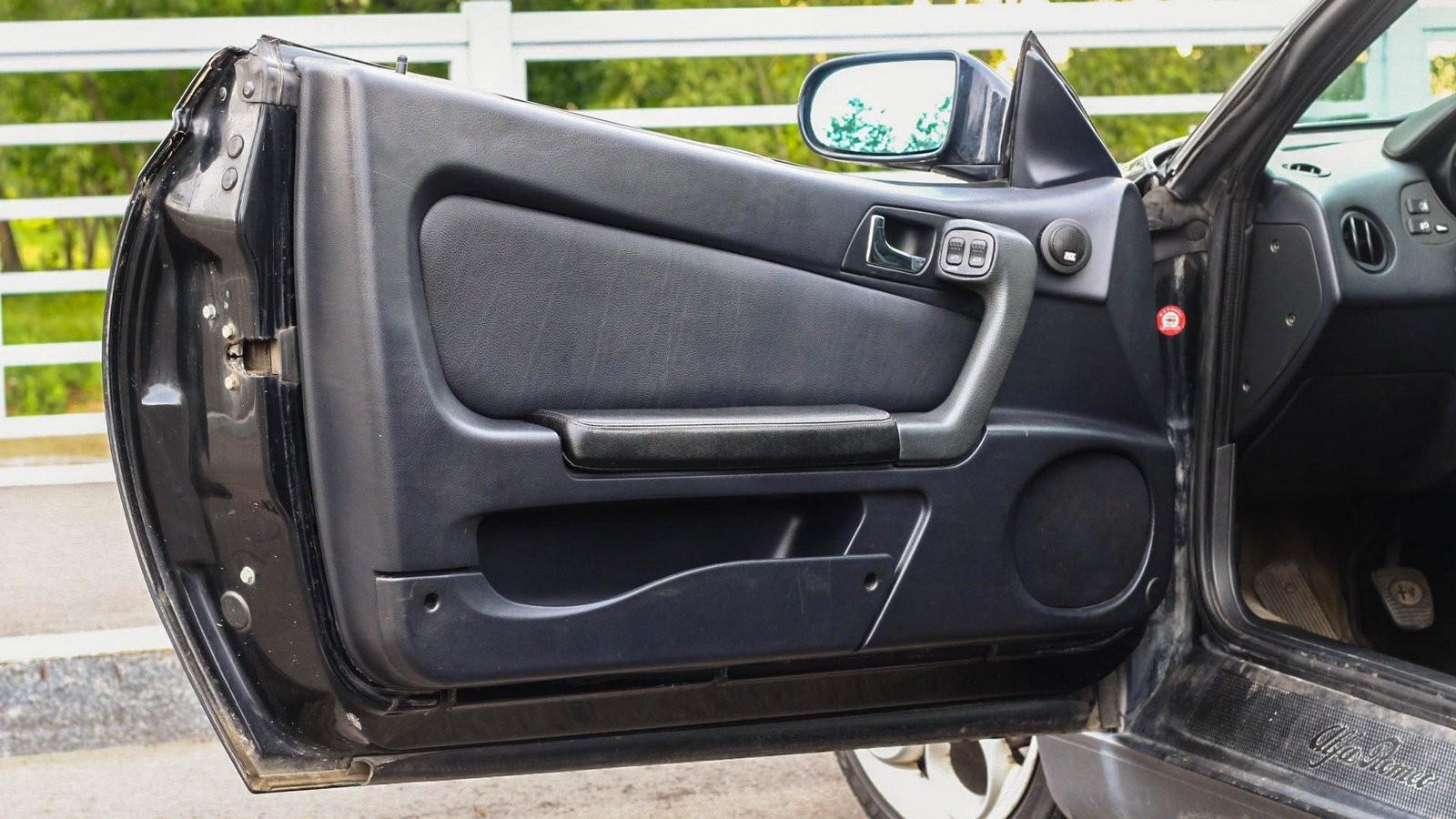 Alfa Romeo GTV дверь