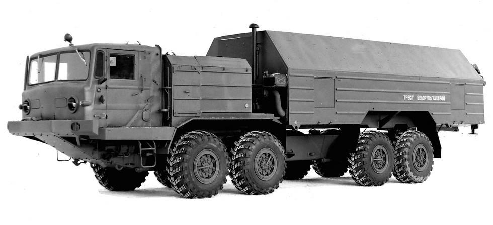 Опытное четырехосное шасси БАЗ-6952 с многоцелевым кузовом-фургоном