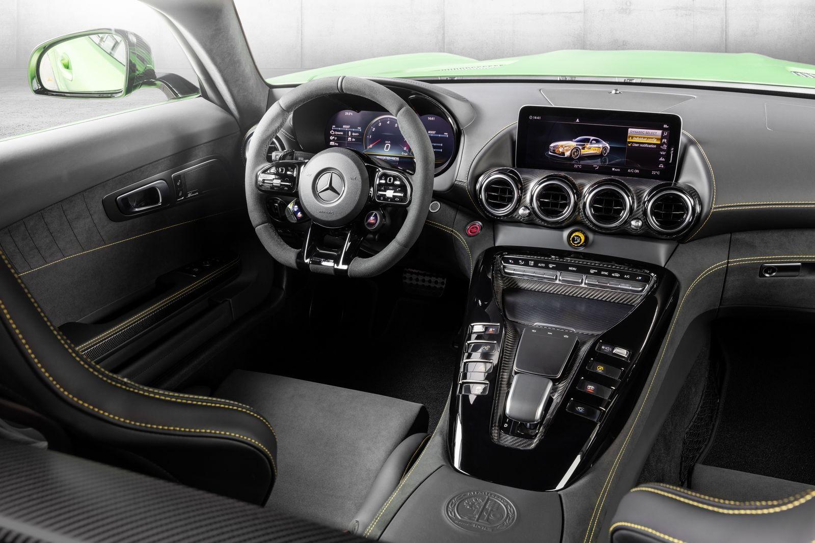 Der neue Mercedes-AMG GT und AMG GT R PRO: Nachgeschärft und noch agiler The new Mercedes-AMG GT and AMG GT R PRO: Further honed and even more agile