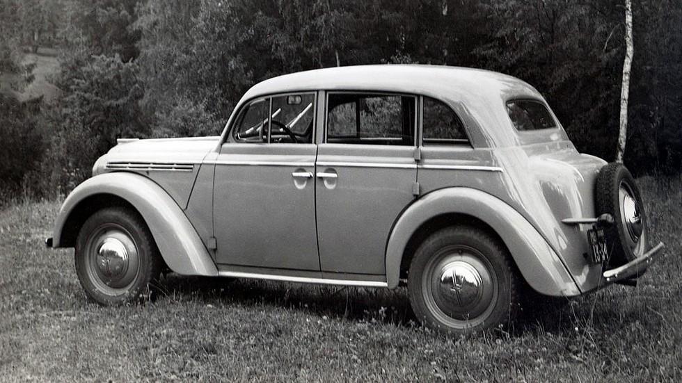 На фото: Москвич-400 '1946–1954