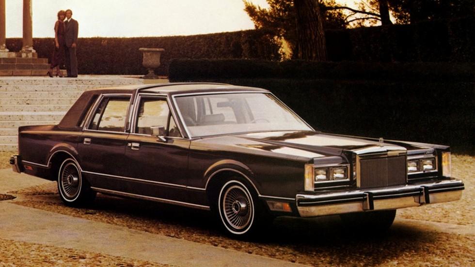 На фото: 1980–81 Lincoln Continental Town Car