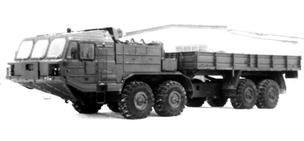 Грузовик БАЗ-69502 с цельнометаллической кабиной без дверей. 1990 год