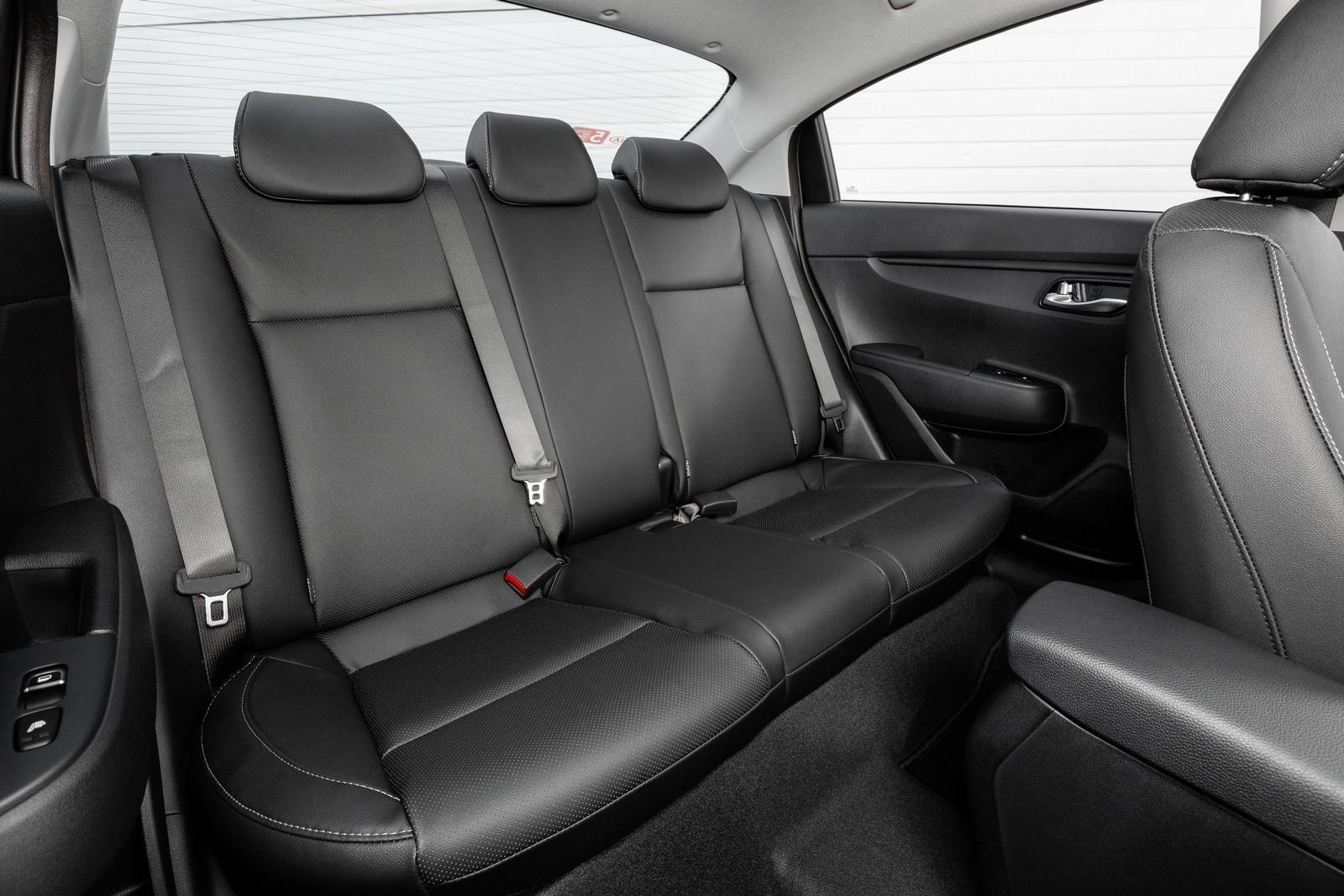 Новые подкрылки, плохие сиденья, китайские шины: первый тест-драйв обновлённого Kia Rio