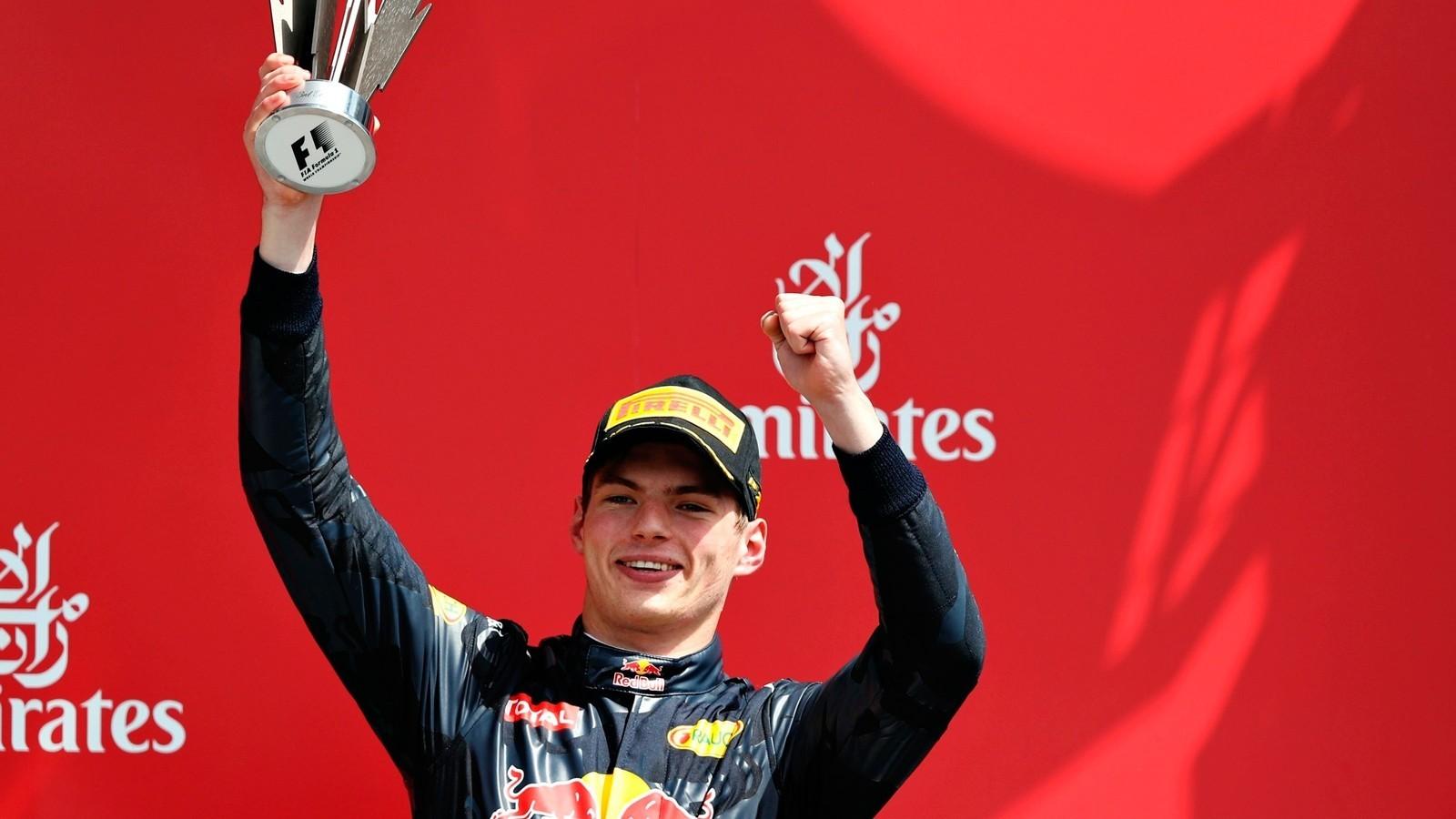 На данный момент на счету молодого голландца уже числится одна победа в Гран-при