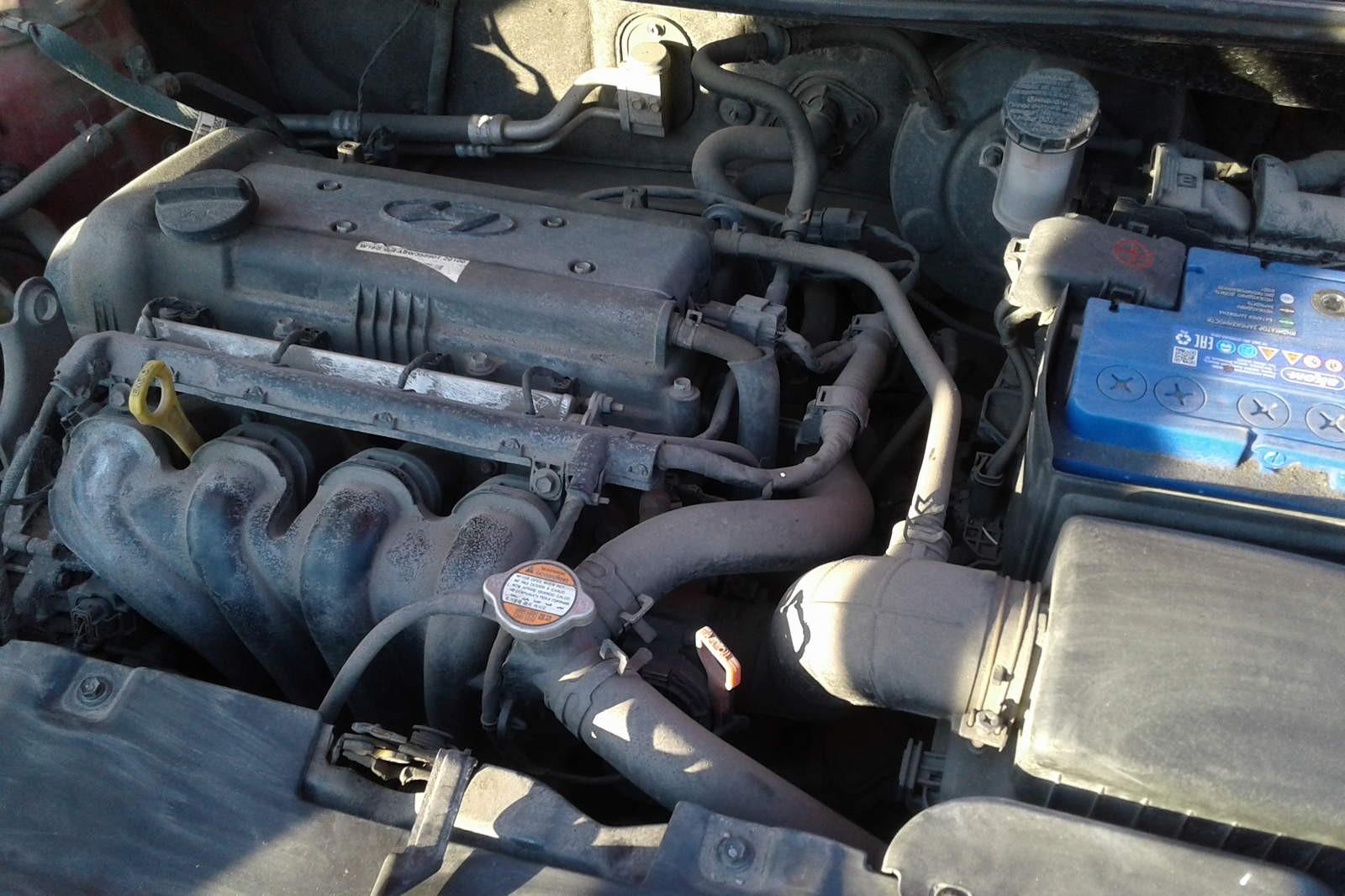 Hyundai Solaris красный двигатель