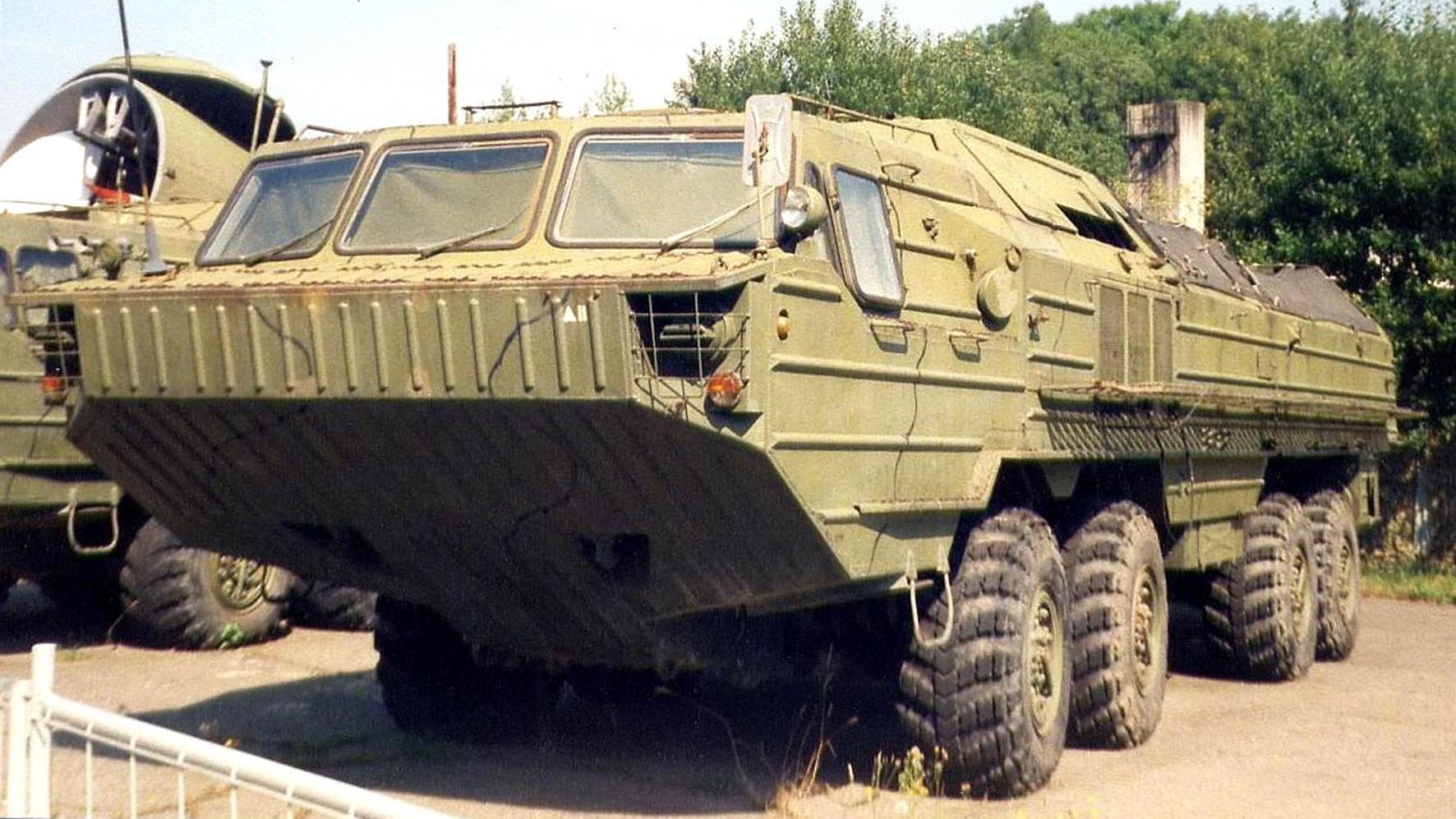 ТЗМ 9Т230 с открытым грузовым отсеком на две ракеты (фото M. Smisek)