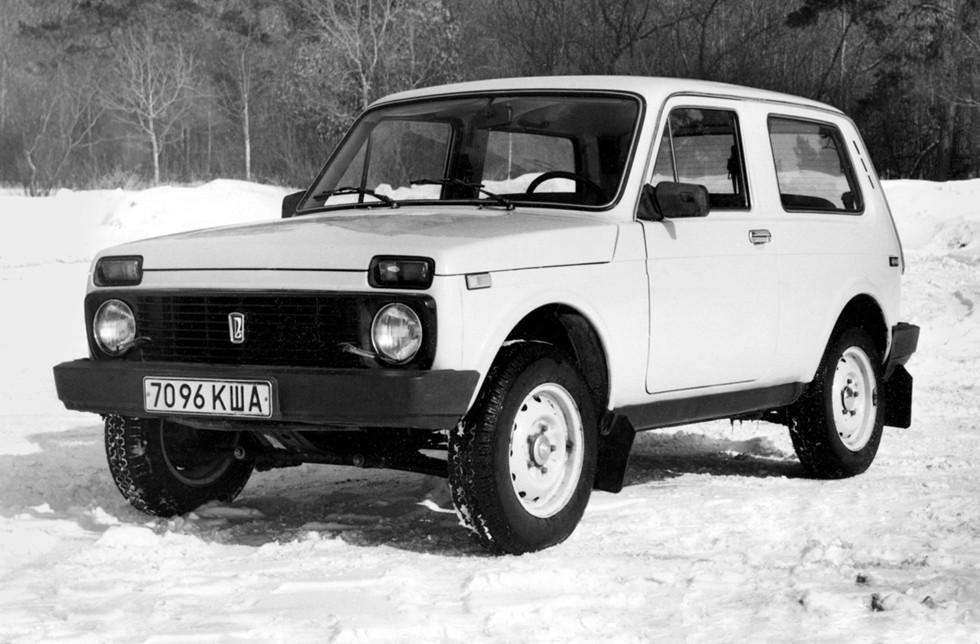 Кроме широкой средней стойки, прототипы отличались бамперами и задней оптикой от ВАЗ-2107