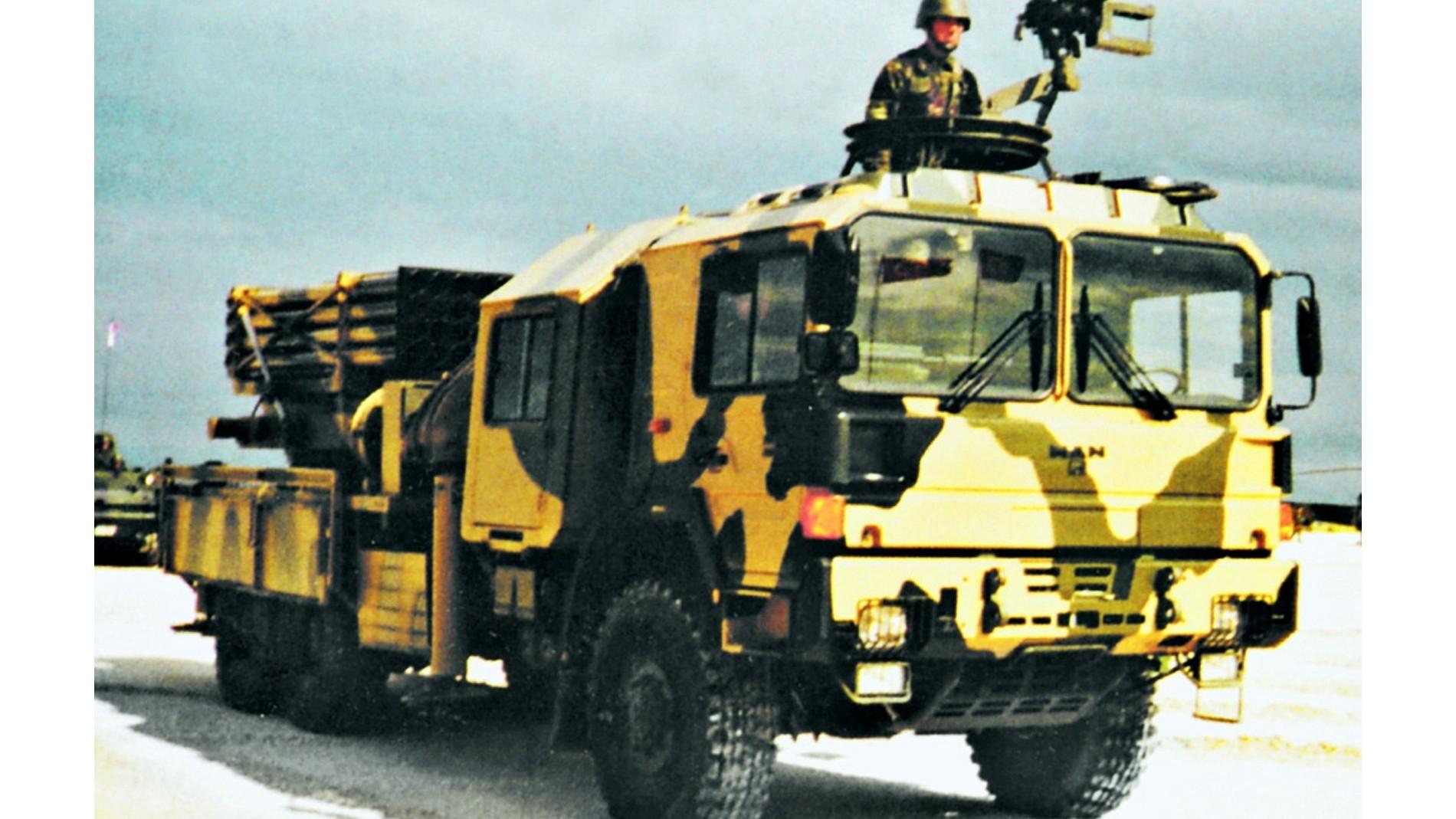Трехосный автомобиль МАН турецкой сборки с «катюшей» Т-122