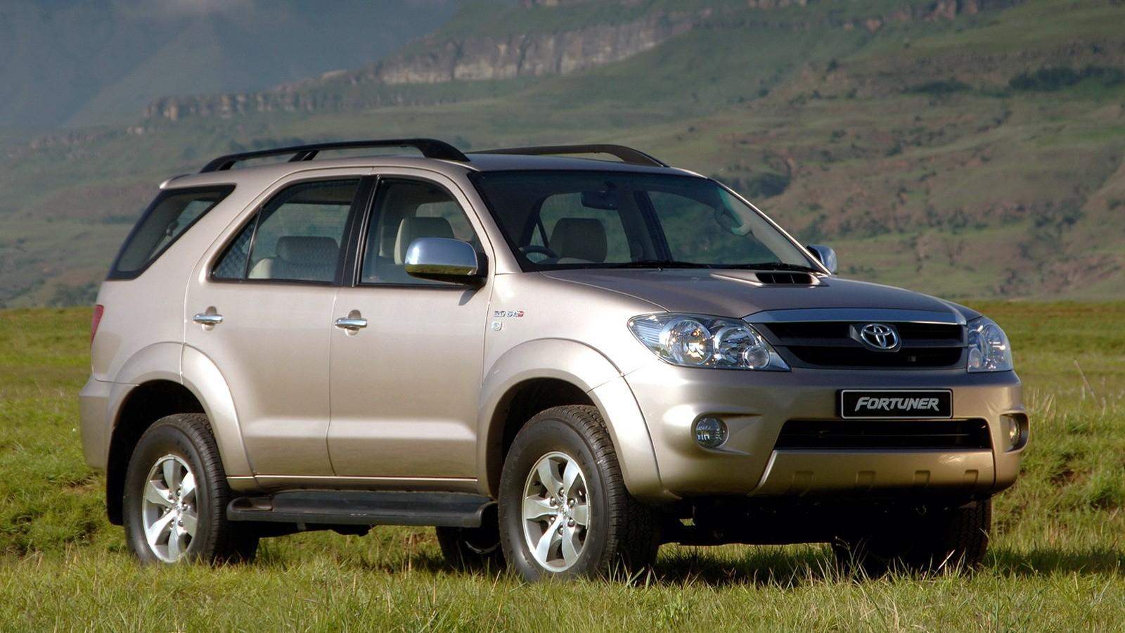 На фото: Toyota Fortuner '2005–08