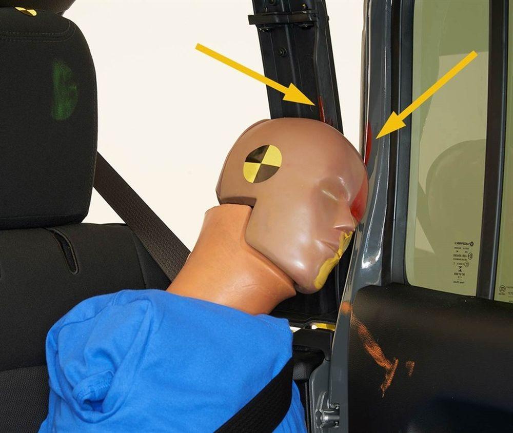 Взлёт и падение! Jeep Wrangler перевернулся на краш-тестах IIHS
