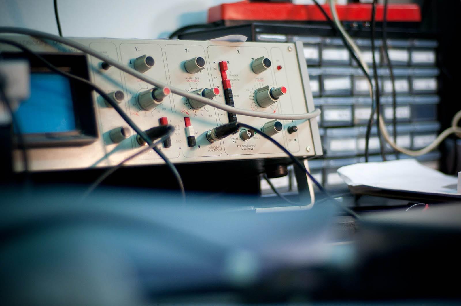Высокий расход и неровные обороты: что будет, если сломается датчик скорости, и как его чинить?