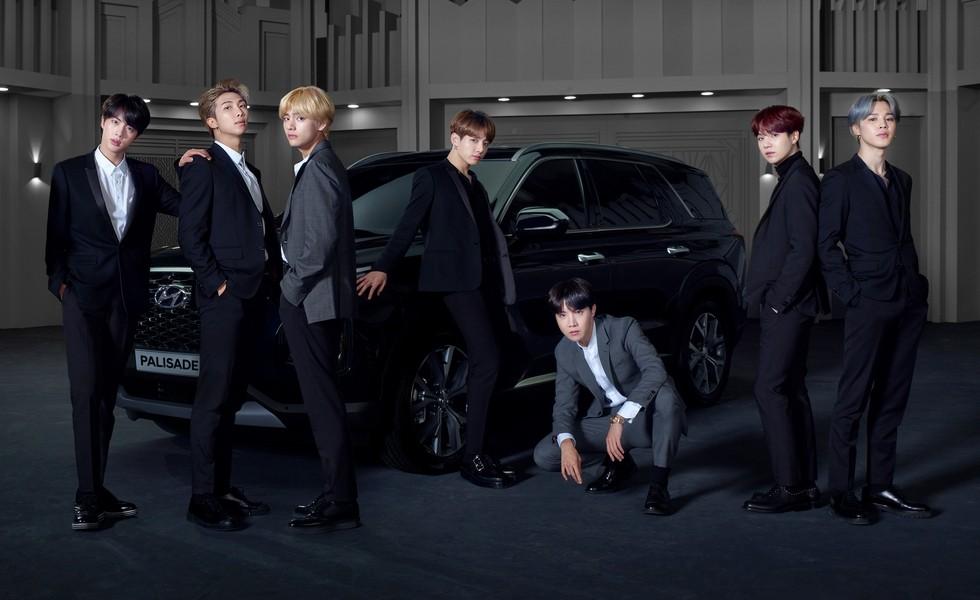 Официальный тизер Hyundai Palisade. На переднем плане – корейская поп-группа BTS, парни стали «амбассадорами» модели. Странный выбор для статусного SUV…