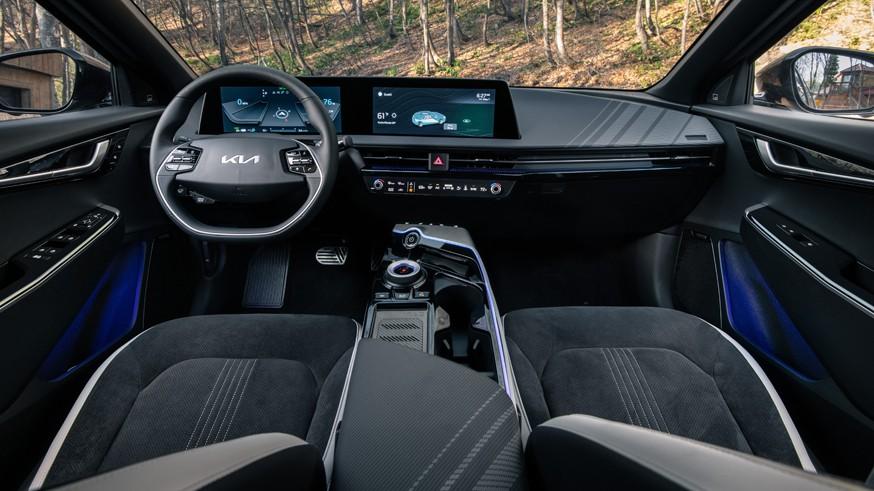 Kia готовит компактный спортивный кроссовер: первое изображение EV4