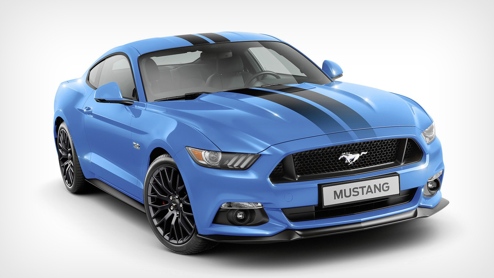 На фото: Ford Mustang Blue Edition