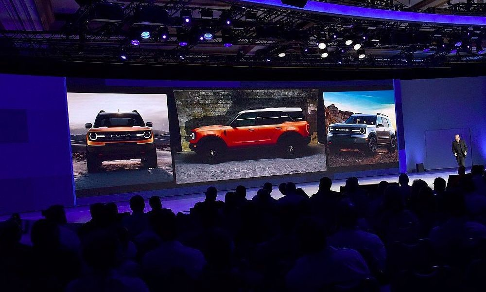 Фотографии кроссовера Ford в стилистике Bronco с дилерской презентации в Лас-Вегасе.