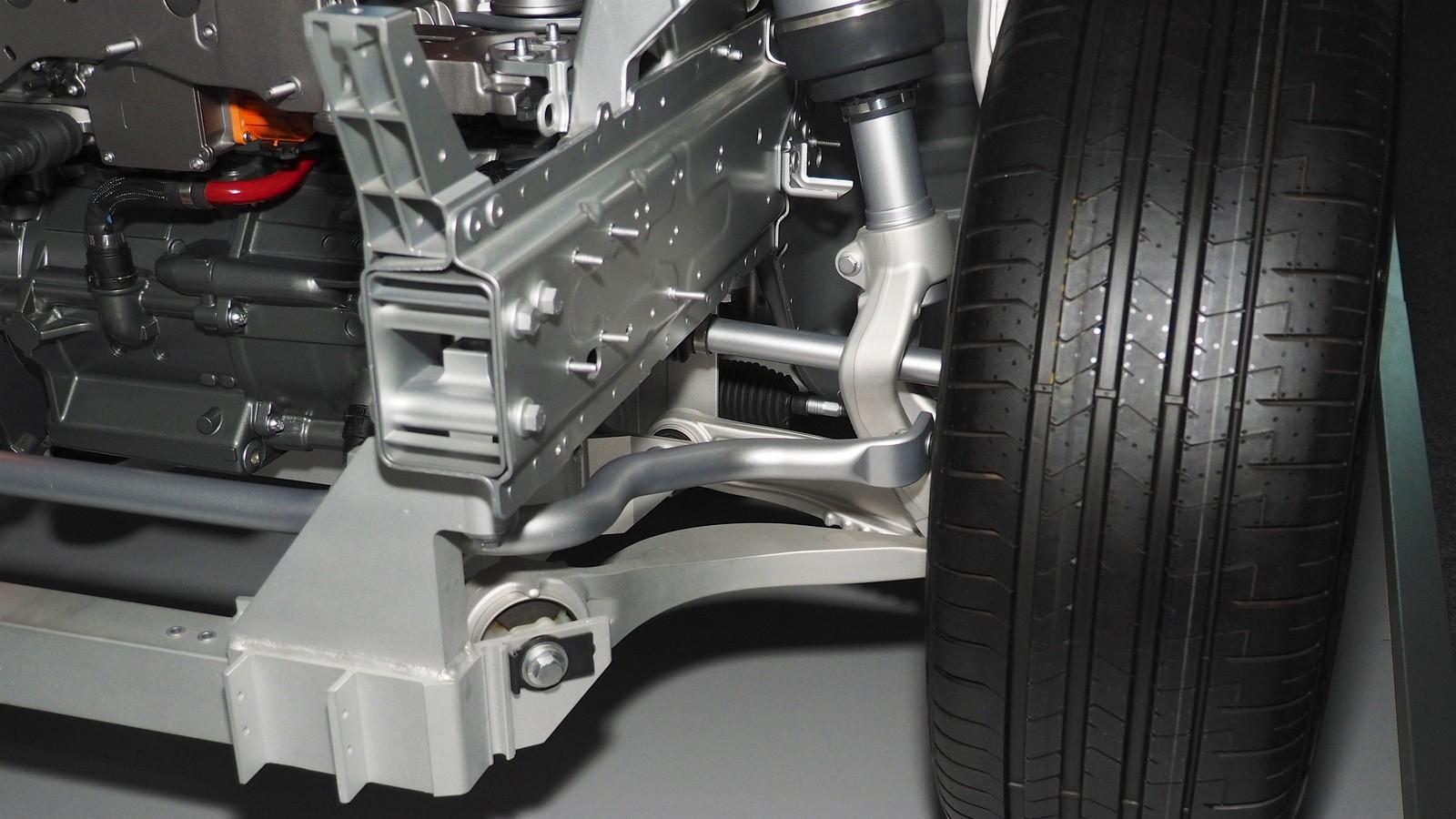 Jaguar I-PACE устройство (3)