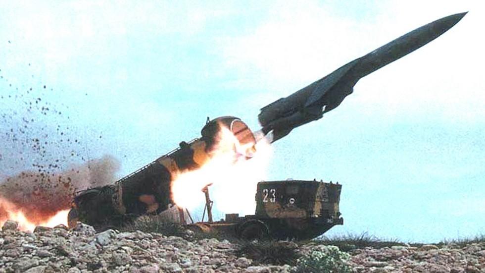 Запуск мощной крылатой ракеты П-35Б со сложенными крыльями (из архива БАЗ)