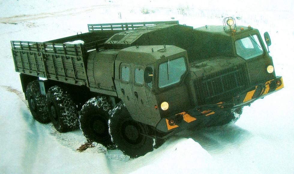 Зимние испытания многоцелевого грузовика МАЗ-7313 (фото В/О «Автоэкспорт»)