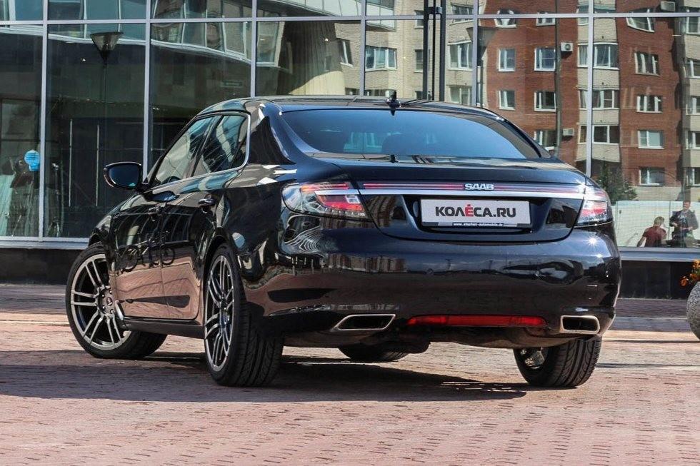 Saab 9-5 черный сзади