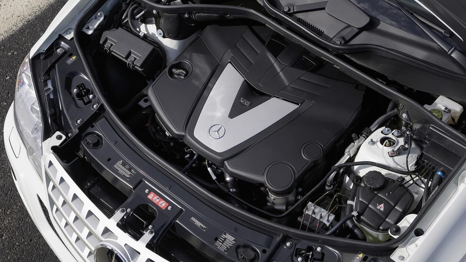 На фото: Под капотом Mercedes-Benz ML 320 BlueTec (W164) '2008–11