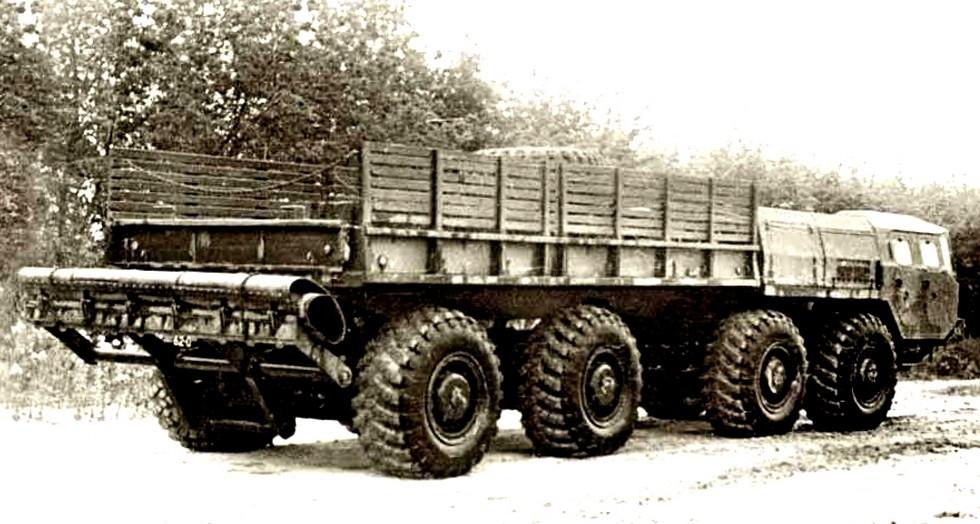 Автомобиль МАЗ-543П с опытной системой «Периметр» для самоокапывания