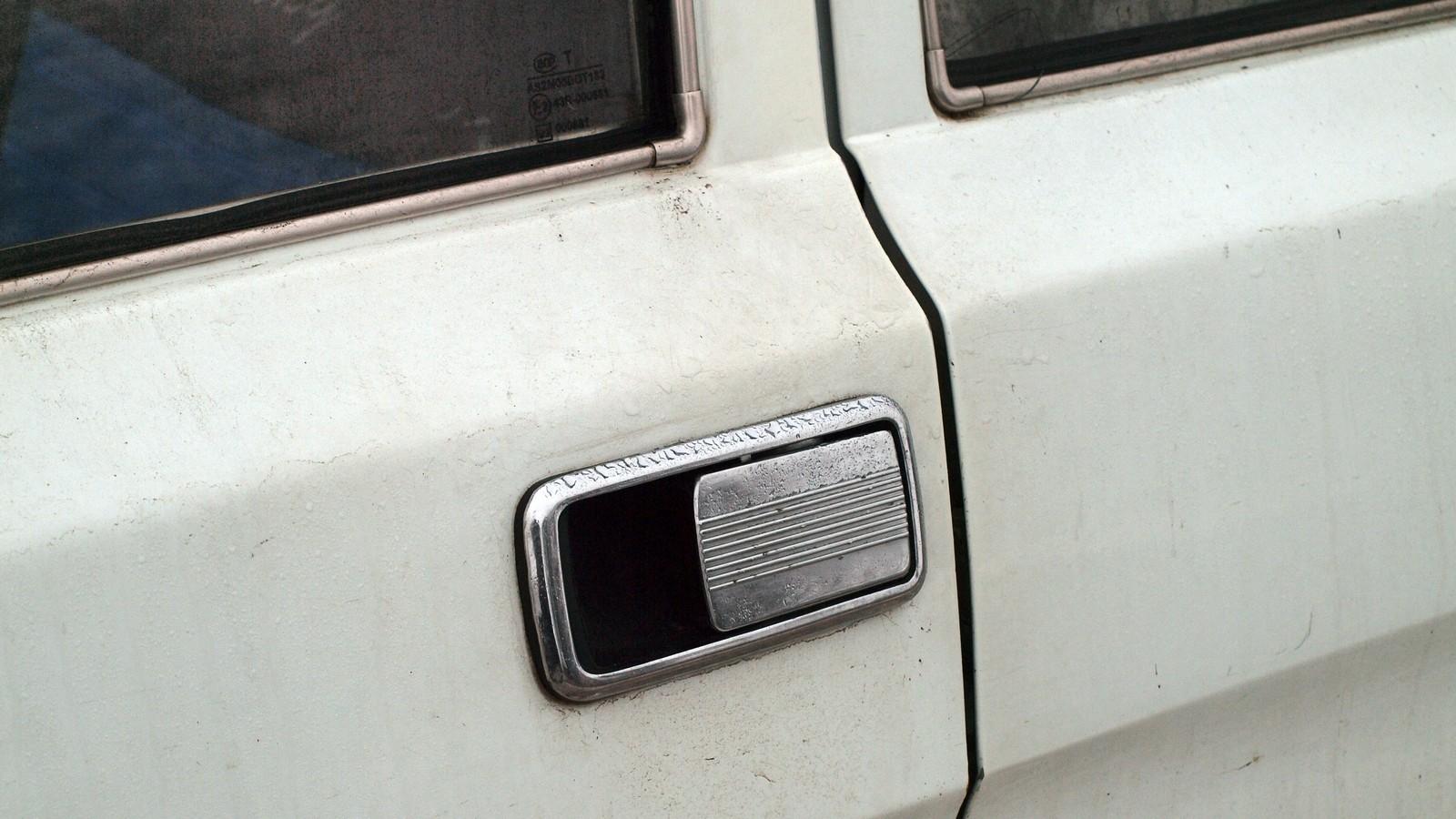 Дверная ручка без особых изменений перекочевала на эту модель прямиком с ГАЗ-3102