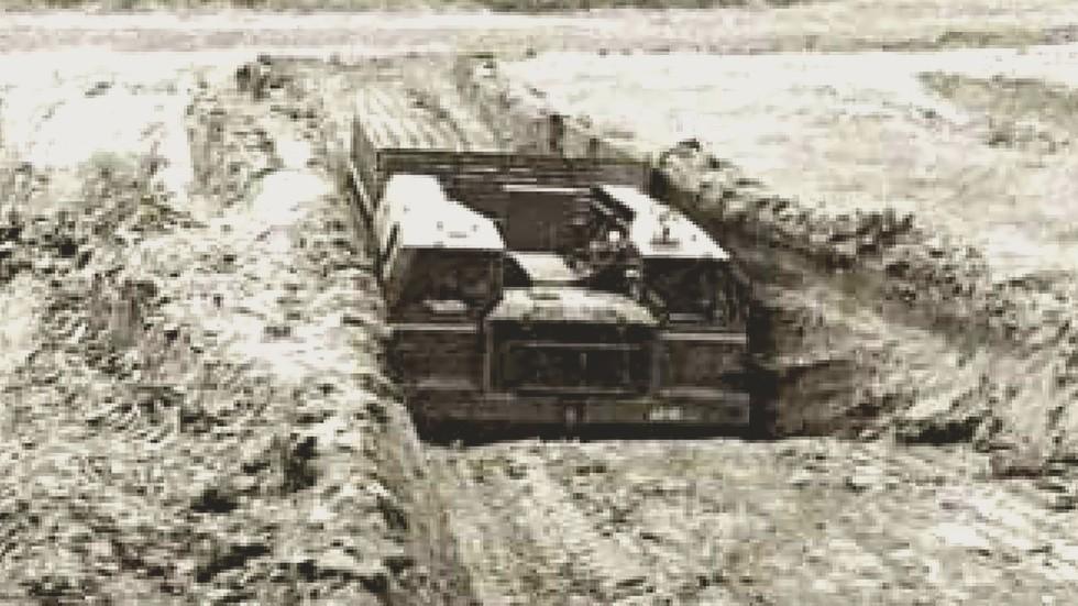 Бортовая машина с комплексом «Периметр» в выкопанном земляном укрытии