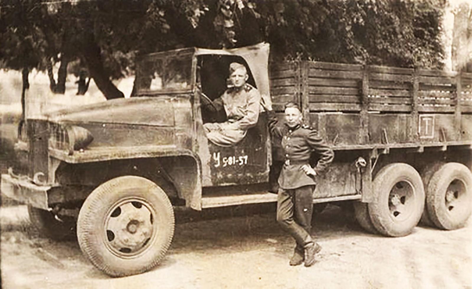 Studebaker US6-U7 (64) в редком для РККА тропическом варианте (из архива С. Ветра)