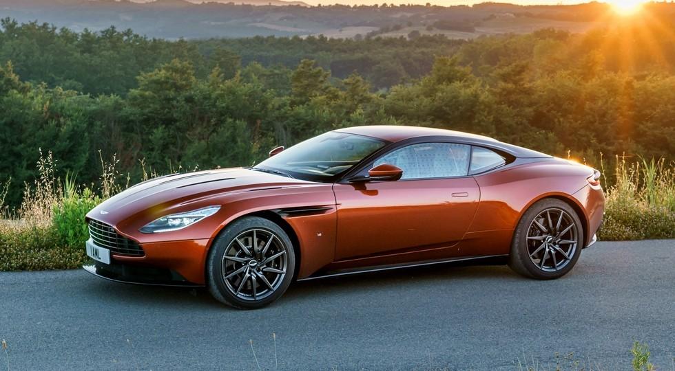 На фото: Aston Martin DB11