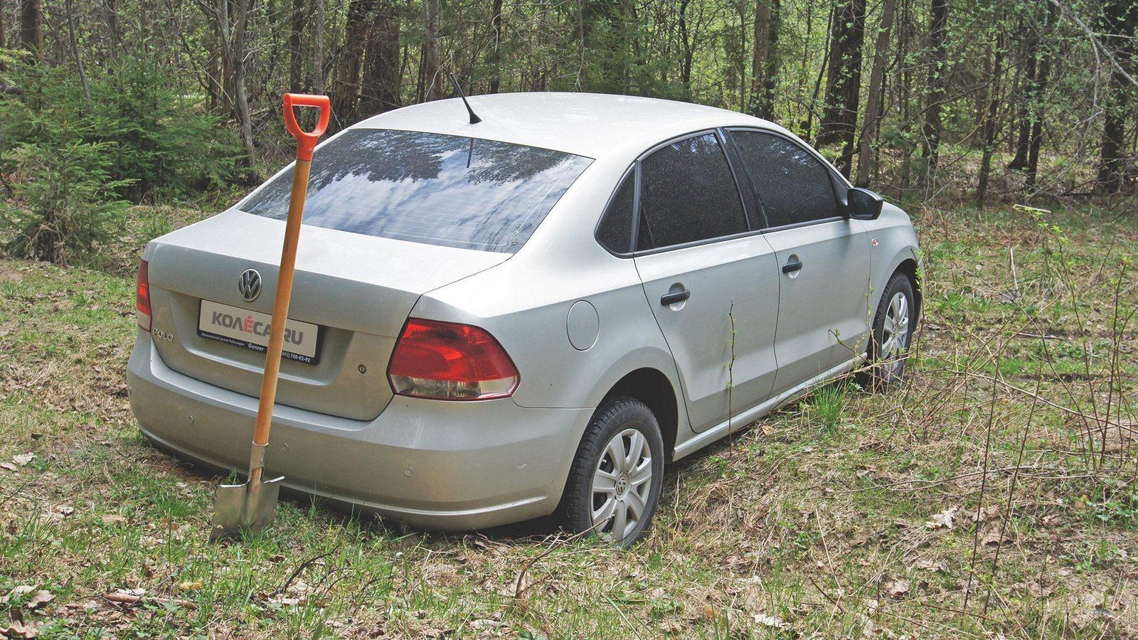 Volkswagen Polo застрял в лесу