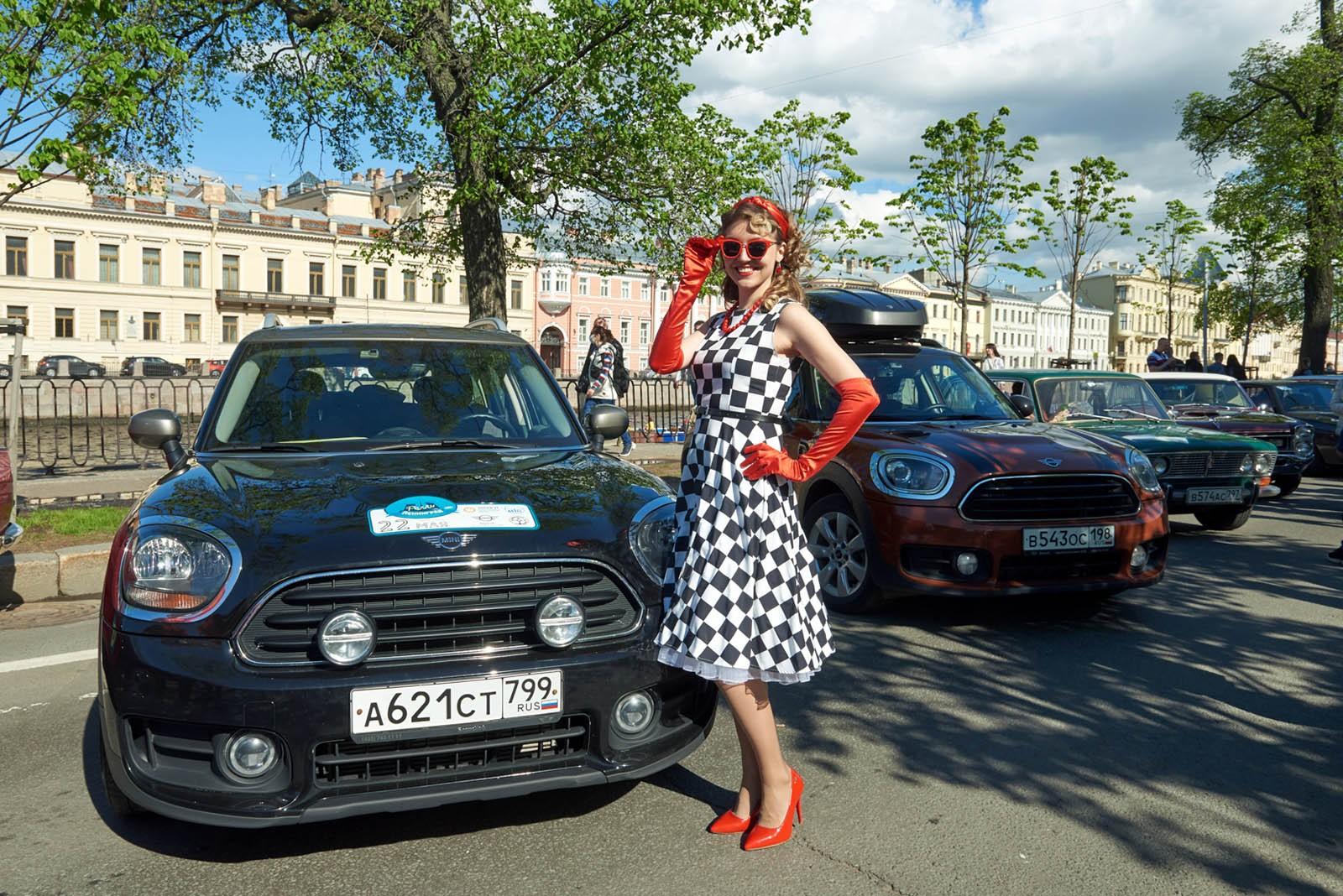 Ретроавтомобили снова на улицах города: в Санкт-Петербурге завершилось ралли «Ленинград»